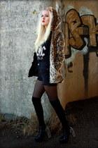 camel Choies coat - black highwaist Urban Outfitters shorts