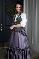 light purple Simplicity skirt - black velvet Victorian Trading Co hat