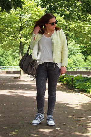 H&M jeans - H&M blazer - ray-ban sunglasses - nike sneakers - Mango necklace