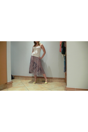 none skirt - none top - vintage shoes