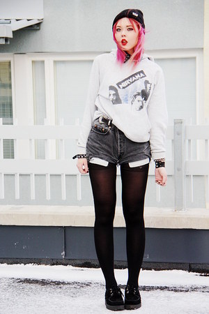 90s nirvana hoodie - creepers Underground shoes - beanie neff hat - Levis shorts