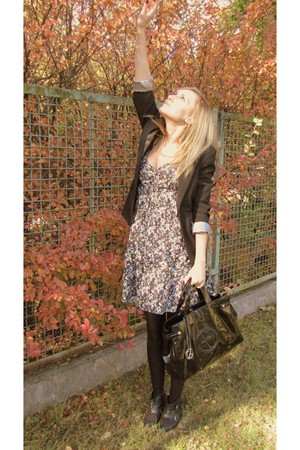black vintage blazer - black H&M dress - black armani bag - black Zara boots