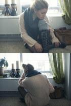peach Geisha Pearl vintage sweater - charcoal gray Forever 21 scarf - black Urba