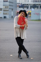 beige Camaïeu sweater - orange clutch Top Secret bag