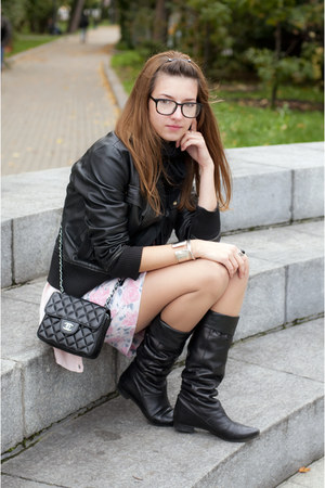 bubble gum Oasis dress - black Mango jacket - black El Monte boots