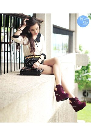 white WAGW top - dark brown Call it Spring bag - black WAGW shorts