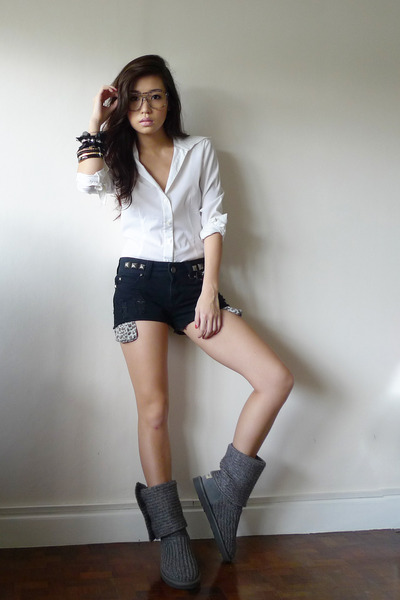 charcoal gray wwwaukoalacom boots - black WAGW shorts - white g2000 top