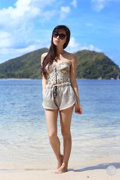 dark khaki romwe shorts