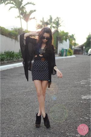 black windsor dress - black Prada sunglasses - black feet for a queen heels