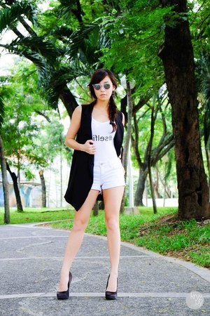 white Maris top - black WAGW vest
