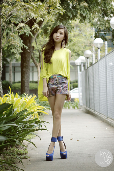 blue DAS heels - periwinkle WAGW shorts - chartreuse WAGW top