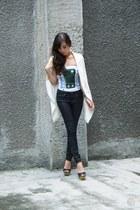 white WAGW vest