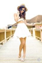 camel WAGW hat - white Klarra top