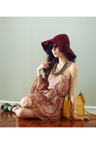camel closet goddess dress - crimson WAGW hat - green H&M heels