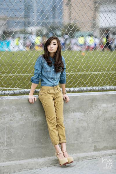 blue Levis top - tan Levis jeans - eggshell Sheinside heels