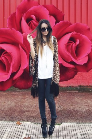 light brown leopard Nasty Gal cardigan - black hellbound UNIF shoes