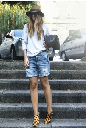 tawny leopard print Zara shoes - periwinkle Zara sweater - blue Zara shorts