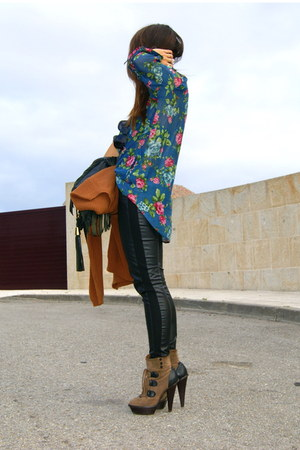 dark brown Aldo boots - black leather H&M leggings - navy floral Zara shirt