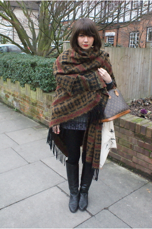 black boots - brown scarf