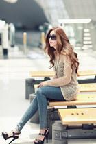 beige sweater - blue jeans - black heels