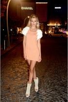 nude knitted Ipek Arnas dress - ivory suede Ipek Arnas heels