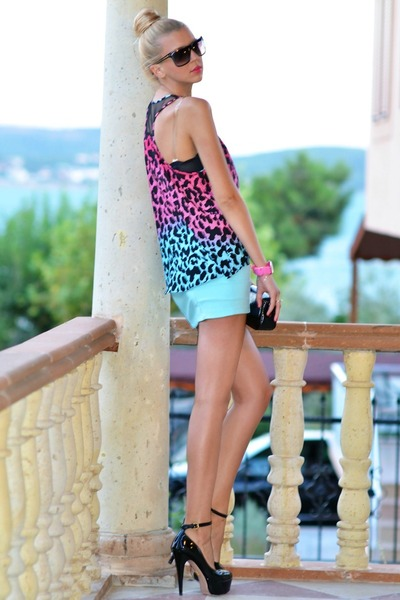 leopard print H&M t-shirt - Louis Vuitton bag - Gucci sunglasses - H&M skirt