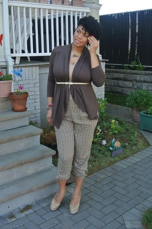 brown cascade Wetseal cardigan - nude Steve Madden shoes