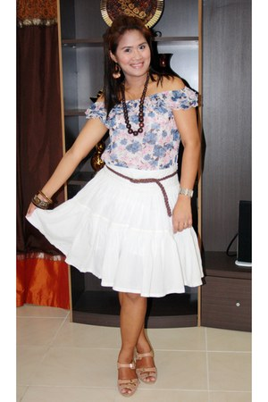nude Nine West heels - flowy Max skirt - floral Max blouse - brown Max belt