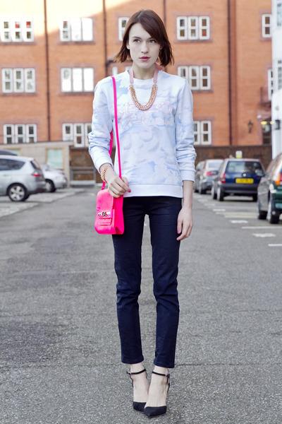 Kenzo sweatshirt - Guess bag - Juicy Couture pants - Sophia Webster heels