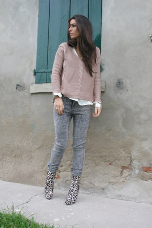 gray H&amp;M jeans - bronze Guess boots - light pink H&amp;M sweater