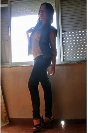 black Zara jeans - eggshell lace sleeveless Tally Weijl top