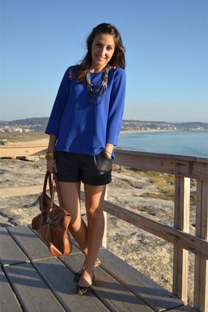 Primark blouse - Primark bag - Stradivarius shorts - Primark necklace