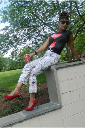 black wal-mart t-shirt - white thrifted vintage pants - red Anne Michelle heels