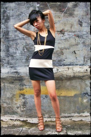 Astronaut Skyward dress - gold necklace