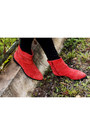 Red-boots-renner-boots-black-leggings-local-store-pants