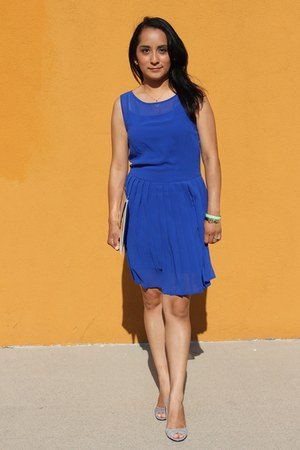 blue chiffon pleated Forever 21 dress - silver clutch H&M bag