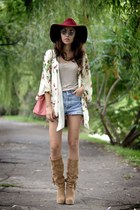 Poppy Lovers cardigan - Pusa Ciucle boots - Levis shorts