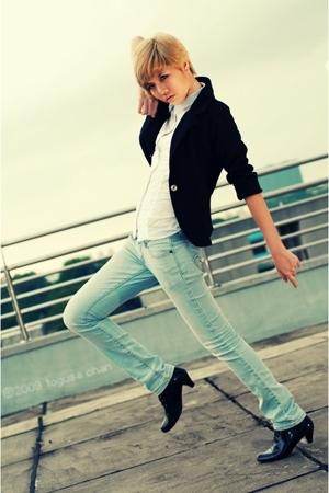 blazer - blouse - jeans - boots