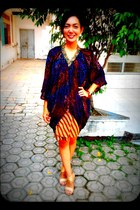 batik Trusmi cape - batik unknown skirt - gold shoes Yongki Komaladi wedges