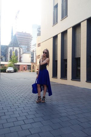 blue GINA TRICOT bag - black Ray Ban sunglasses - black wedges - blue H&M top