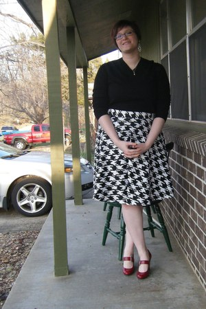 black thrifted banana republic sweater - white houndstooth gifted skirt
