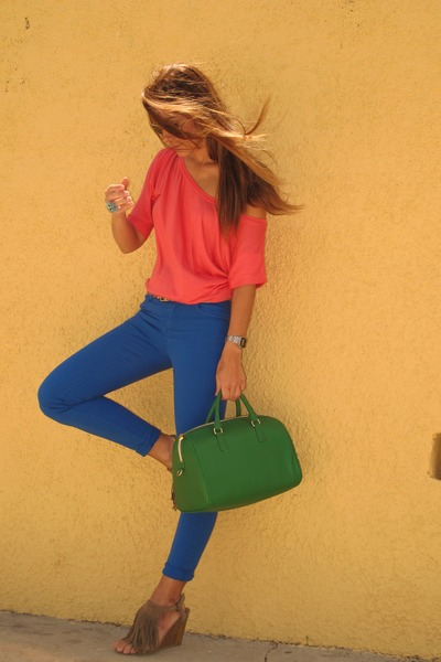 green fun&basics bag - salmon Stradivarius t-shirt - navy Sfera pants