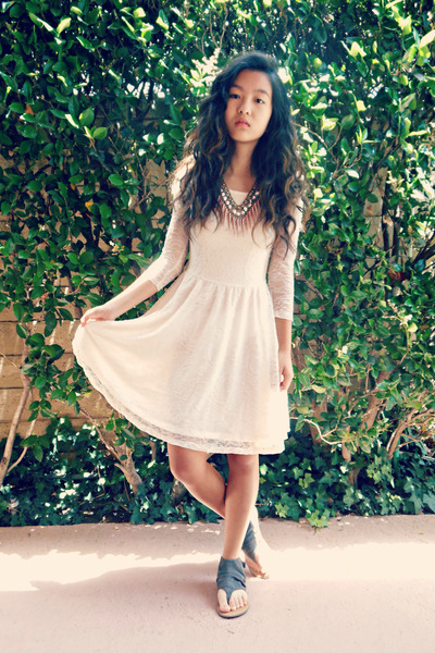 ivory lace H&M dress - gold statement Urban Outfitters necklace