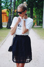 White-lovelywholesale-shirt-black-lovelywholesale-bag