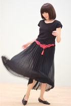 Black Oriental Knot Embroidery Pleated Maxi Dress