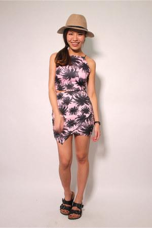 pink floral print Missguided skirt - black birkenstock sandals