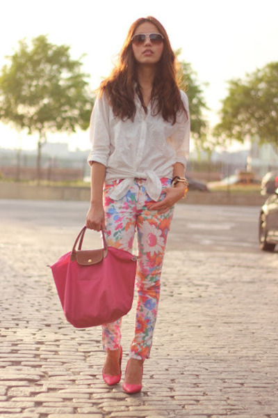 floral print Zara pants - H&M shirt - hot pink longchamp bag