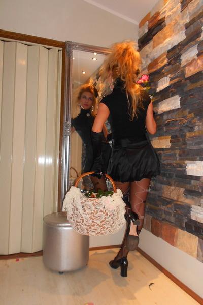 Black-zara-top-black-satin-skirt-black-deborah-ricci-heels