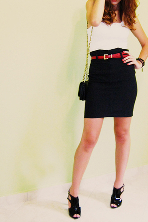white c&amp;a top - black skirt - black Passionare shoes - red belt - black c&amp;a purs
