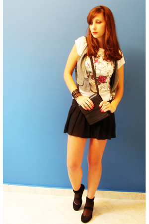 vest - costume t-shirt - skirt - socks - shoes - purse